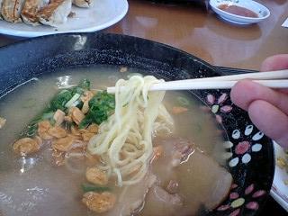 餃子の王将 にんにくチャーシューメン 麺
