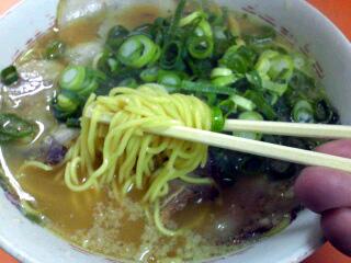 山さんラーメン ラーメン(大) 麺
