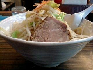 縄麺 男山 男山ラーメン 横から