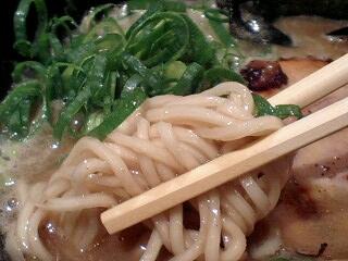 「濃厚」麺 楽楽楽 とんこつ醤油(濃厚こってり) 麺