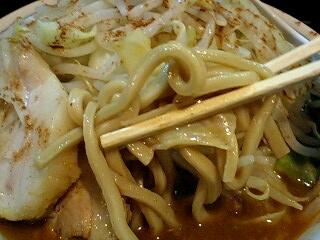 ラーメンたくのじ スパイシーカレー(野菜増し) 麺