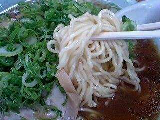 梅光軒 しょうゆらーめん(大) 麺