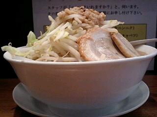 ラーメンつけ麺富士 ラーメン並[野菜増し増し] 横から