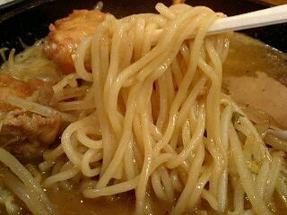 熊五郎 チキンカレーらーめん 麺