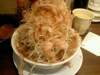 ひかり製麺堂 ドカ盛り醤油ラーメン[野菜増し増し]@三宮