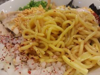 RAMEN 風見鶏 阿倍野 汁なしまぜろんち〜の大盛 麺