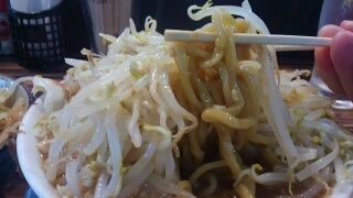 笑福 ラーメン[野菜増し増しカツオ増しにんにく有] 麺