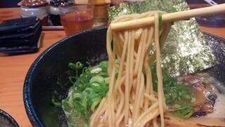 濃厚麺 楽楽楽 とんこつ醤油 麺