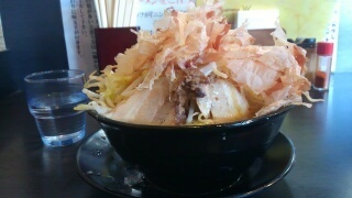 楽人 ラーメン(野菜カツオ増し) 横から
