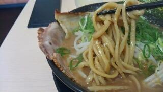 ラーメン食堂 神豚 とことんこつ 麺