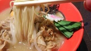 北野八番亭 肉玉らーめん 麺