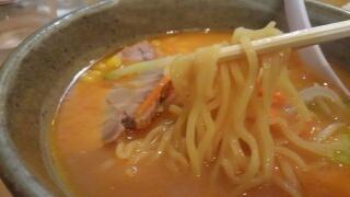 らくらく亭 鶏骨赤味噌ラーメン 麺