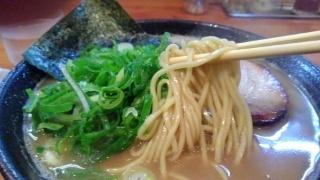 楽楽楽 とんこつ醤油(大盛) 麺