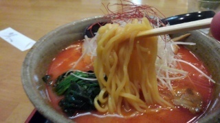 らくらく亭 鶏骨辛味噌ラーメン(大) 麺