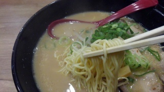 燕ちゃんラーメン 燕ラーメン 麺