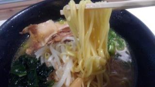 うまかラーメン みそラーメン 麺