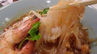 クエッテイアオ トムヤム CHEDI LUANG 麺