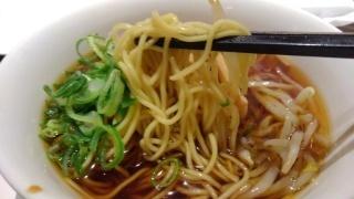 香港蒸籠 醤油ラーメン 麺