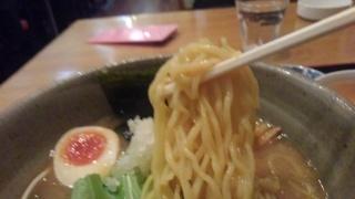 らくらく亭 鶏骨醤油ラーメン 麺