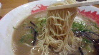 博多ラーメン 銭屋 ピリ辛とんこつラーメン 麺