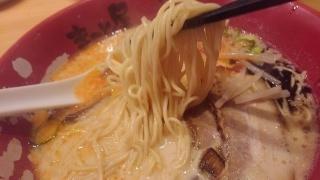 ラーメンまこと屋 赤旨牛じゃんラーメン 麺