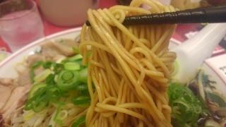 ラーメン魁力屋 油京都漆黒醤油ラーメン 麺