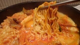 韓国石鍋 bibim' 牛すじラーメンスンドゥブ 麺