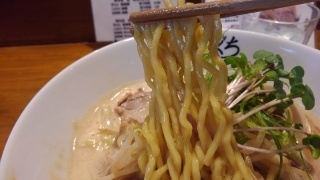 麺屋たにぐち 鶏白湯味噌らーめん 麺(こだわり手もみ麺)