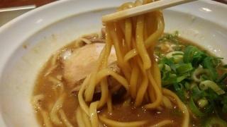 金久右衛門 醤油とんこつ 麺